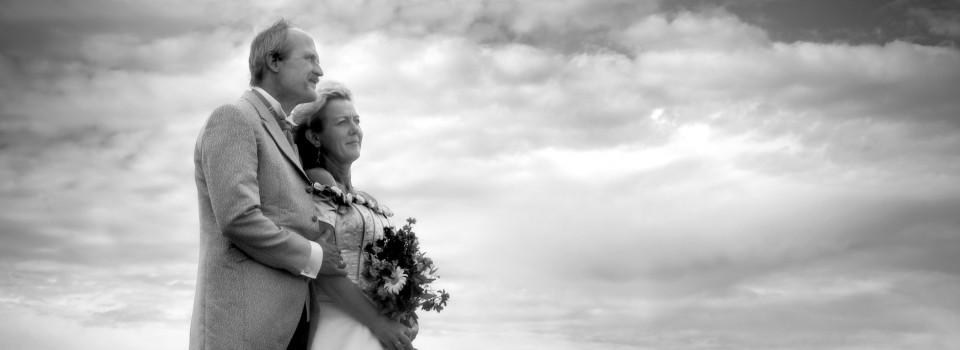 svartvit bild på bröllopspar i Arkösund Norrköping fotograf 2Fotografer Norrköping